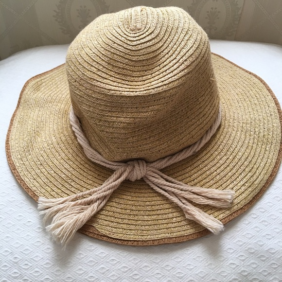 5c2c6b855 Sale 🍾! Eddie Bauer packable straw hat!! 👒